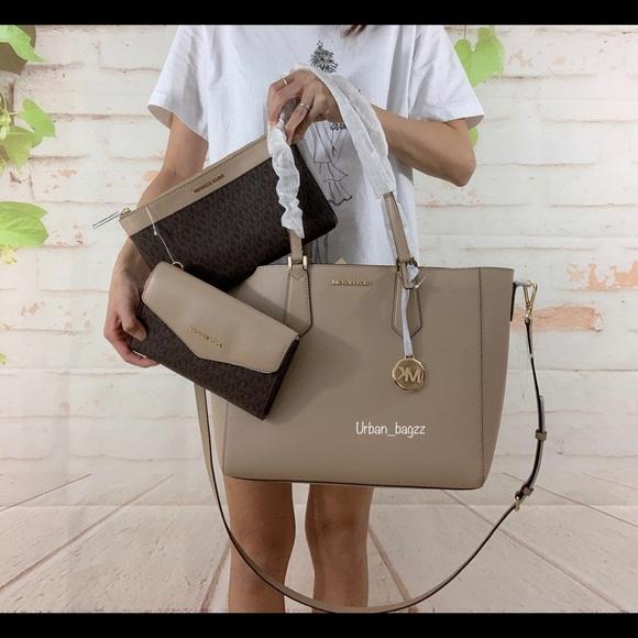 Michael Kors Handbags - Michael Kors Kimberly Large 3 in 1 Large Tote